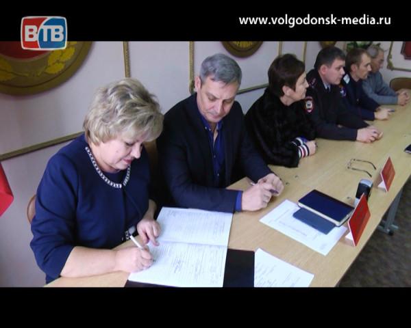 В волгодонском военкомате подходит к концу призывная комиссия