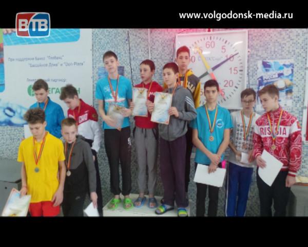 Пловцы из Волгодонска стали бронзовыми призерами и завоевали 16 медалей на областных соревнованиях «Весёлый дельфин»