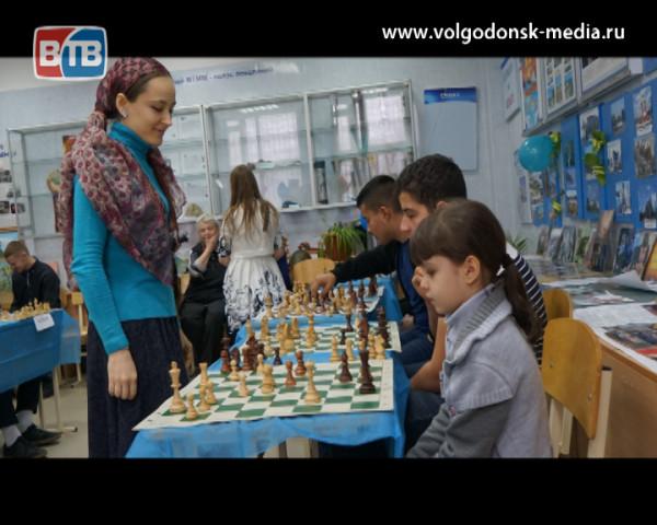 Волгодонские шахматиски Сухаревы провели сеанс одновременной игры на 10 досках