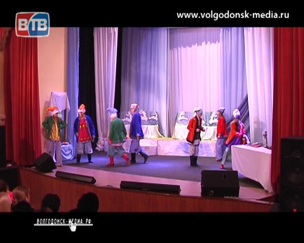В новой театральной постановке воспитанники театральной школы познакомили горожан с древними традициями святок