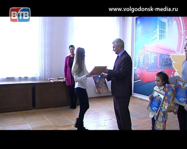 В МУП ГПТ Волгодонска наградили победителей детского и взрослого новогоднего конкурса