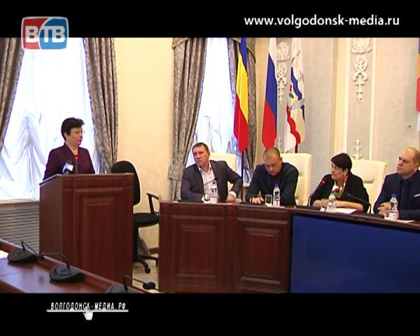 На заседании комиссии по социальному развитию депутаты обсудили чем кормят детей в образовательных учреждениях Волгодонска