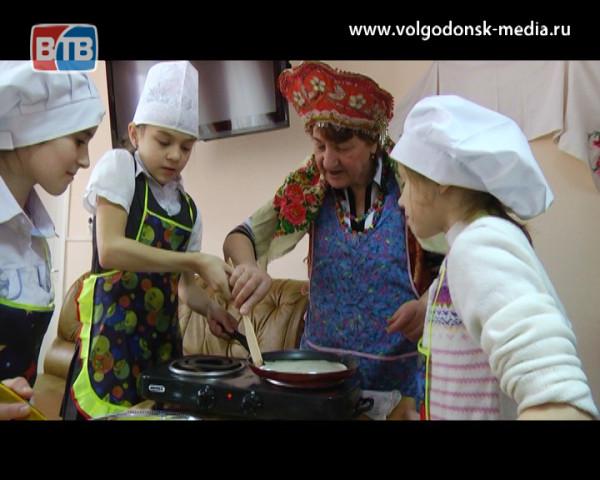 В рамках проекта «В гостях у бабушки» юным волгодонцам раскрыли секреты приготовления вкусных блинов