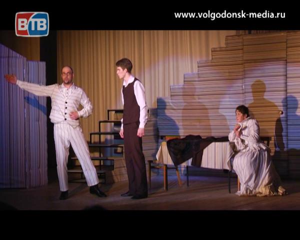 Театр есть! В Волгодонском молодежном драматическом театре состоялся предпремьерный показ дебютного спектакля «Дураки»
