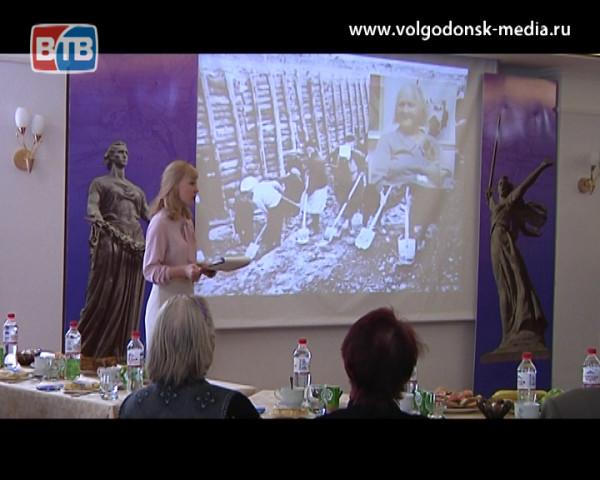 В Волгодонске прошло мероприятие посвященное 74-й годовщине снятия блокады Ленинграда и 75-й годовщине Сталинградской битвы