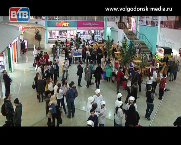 Прибавление в доброй семье. В Волгодонске состоялось открытие года волонтера, в рамках которого пополнились ряды добровольцев