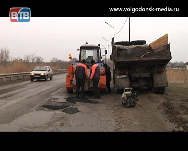 На благо города. Волгодонск начали приводить в порядок после зимы: очищать от мусора и ремонтировать дороги
