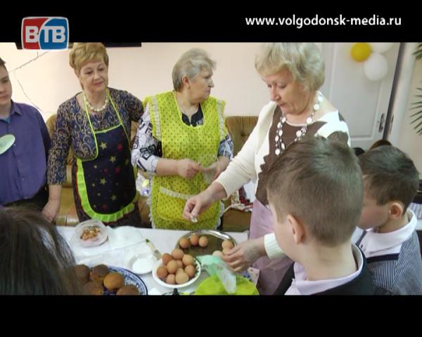 «В гостях у бабушки». В ЦСО №1 прошла встреча поколений посвященная празднованию светлой Пасхи