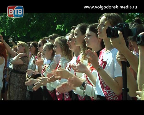 Звенят последние звонки. В школах Волгодонска проходят торжества по случаю окончания учебного года