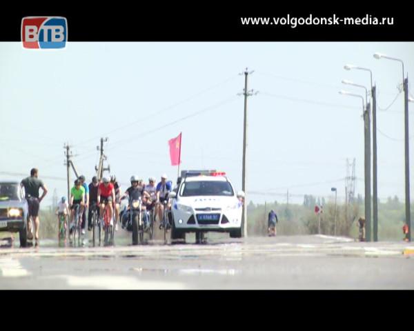Велопробег в честь Победы. Волгодонские любители велоспорта проехали колонной от главной площади города до станицы Романовской