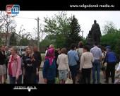 В Волгодонске почтили героев Великой Отечественной войны возложив цветы к мемориалам славы и братским могилам