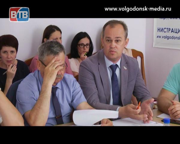 На комиссии по ЖКХ депутаты Волгодонской думы обсудили строительство приюта для животных и оптимизацию маршрутов городского транспорта