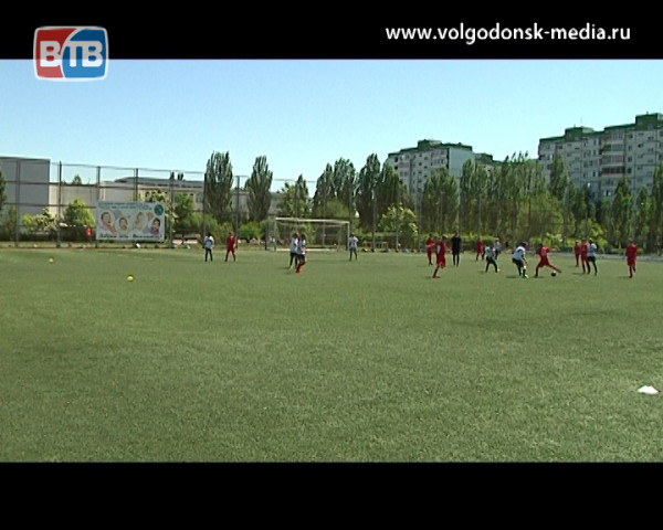 В Волгодонске состоялся 4-ый турнир по футболу на приз Евгения Ловчева