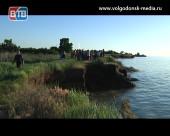 Разрушающая сила воды. В Дубовском районе берега Цимлянского водохранилища укрепляют мусором