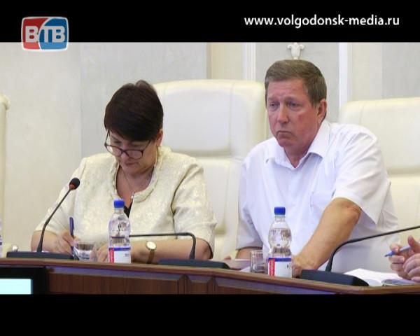 На аппаратном совещании в Администрации Волгодонска обсудили состояние Цимлянского водохранилища, дамбы, ситуацию с клещами и кадровые перестановки
