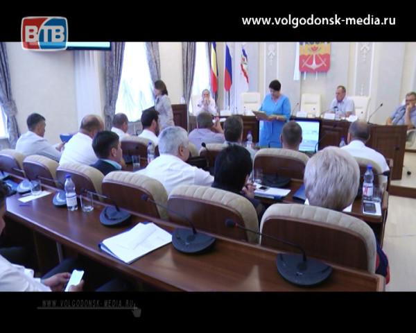 После обсуждения состояния правопорядка в Волгодонске и реализации майского указа Президента России, на июльском заседании Думы, народные избранники ушли в отпуск