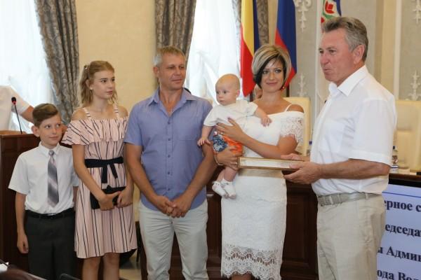 В Волгодонске выдан тысячный сертификат на региональный материнский капитал многодетным семьям