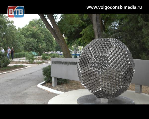 Сквер машиностроителей украсил 600 килограммовый мяч подаренный городу Атоммашем