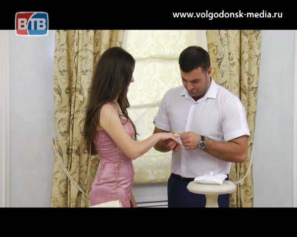 10 пар Волгодонска решили сыграть свадьбу в середине рабочей недели