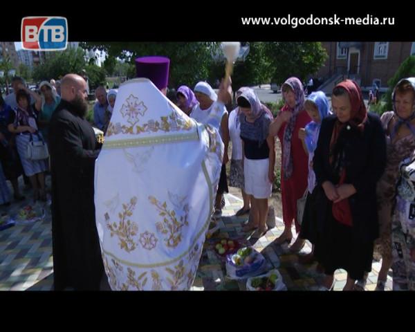 Православные христиане Волгодонска отметили Яблочный спас или Преображение Господне