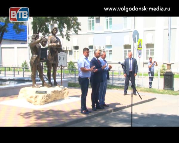 В Волгодонске открыли памятник дружбе российского и молдавского народов