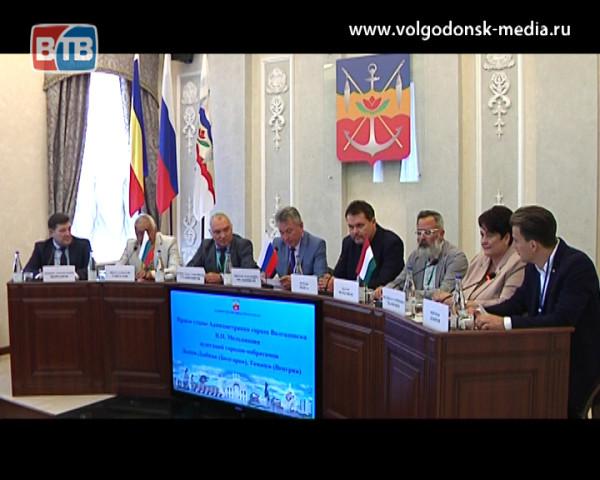 Волгодонск посетили делегации городов-побратимов из Венгрии и Болгарии