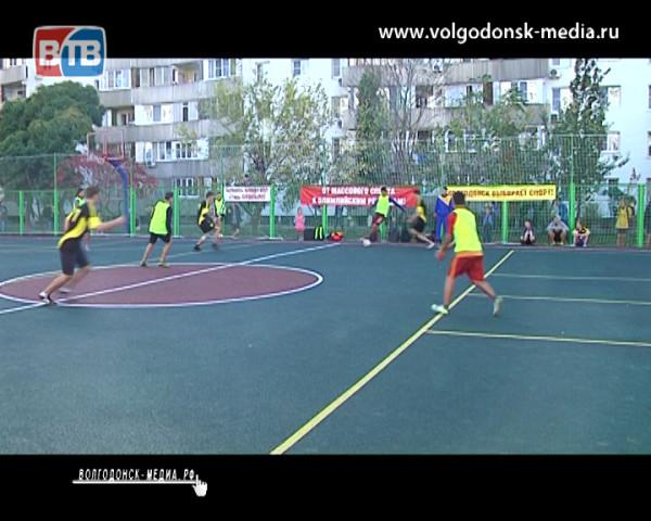 Во дворе дома № 54 по улице Энтузиастов открылась многофункциональная спортивная площадка