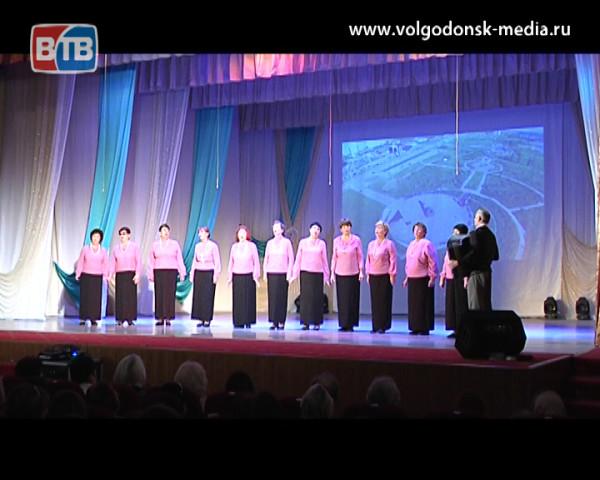 Учителями славится Россия. В Волгодонске ветераны педагогического труда отметили 100-летие ВЛКСМ