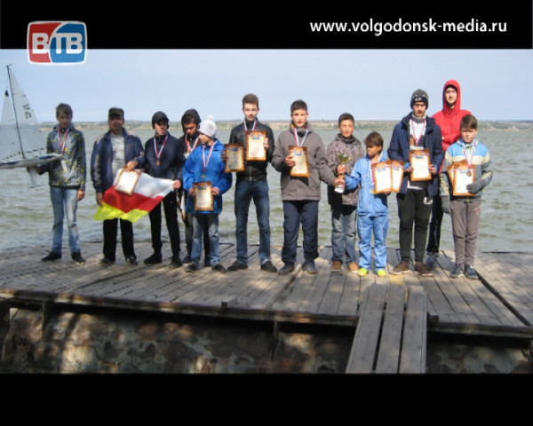 Воспитанники станции юных техников из Волгодонска привезли новые победы с областных соревнований по авиамоделированию и судомоделированию