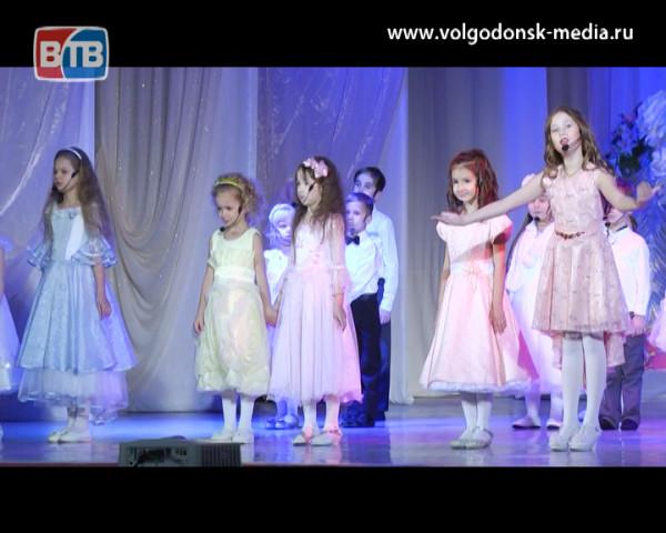 Волгодонск поздравляет женщин города с Днем матери