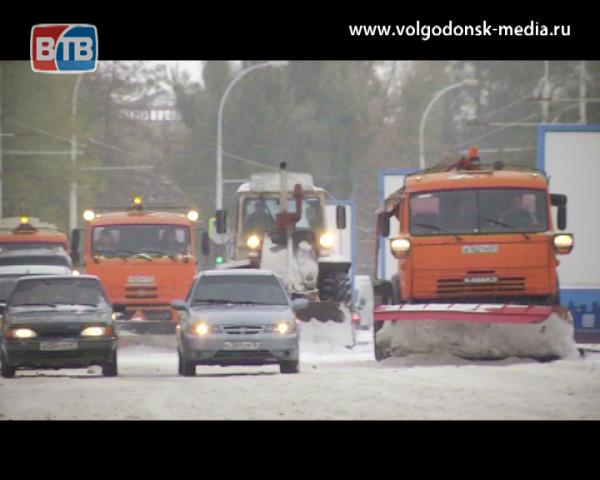 Городские коммунальщики вышли на борьбу со снегом