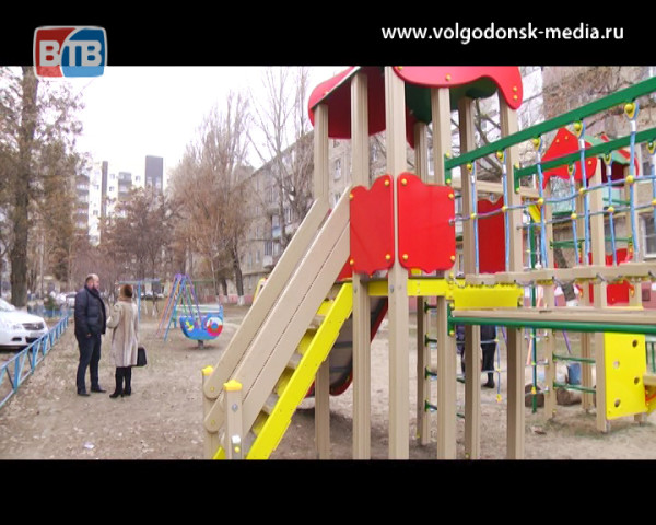 В девятом избирательном округе установили новую детскую площадку