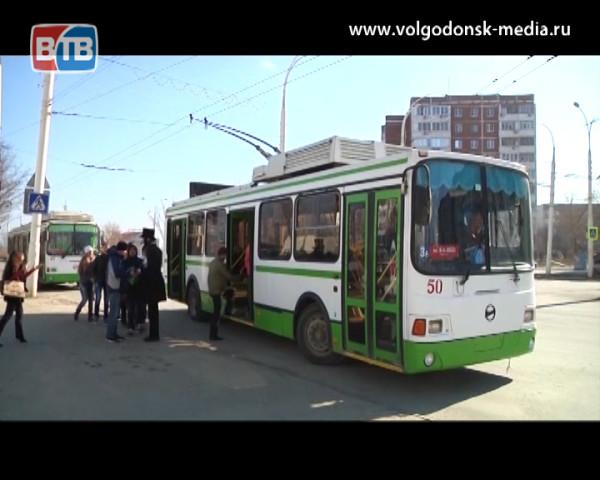 В новогоднюю ночь за проезд в троллейбусах Волгодонска можно расплатиться стихотворением или песней