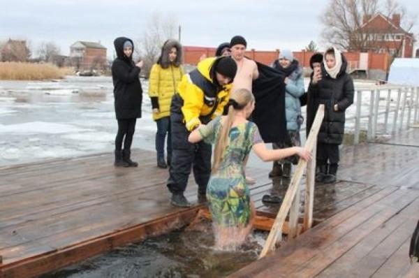 Более 130 тысяч человек приняли участие в крещенских купаниях на Дону