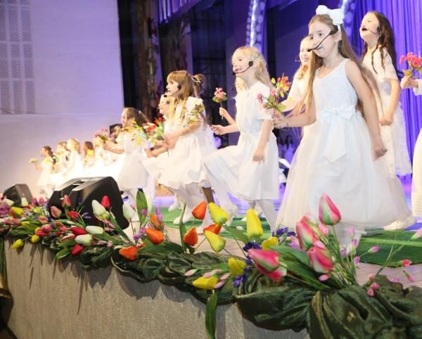 Женщины Волгодонска принимают поздравления в честь праздника 8 марта
