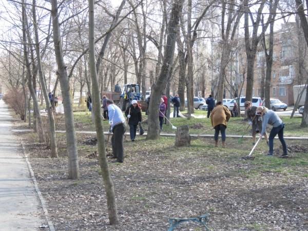 В Волгодонске МУП «Водоканал» привел в порядок сквер депутатов