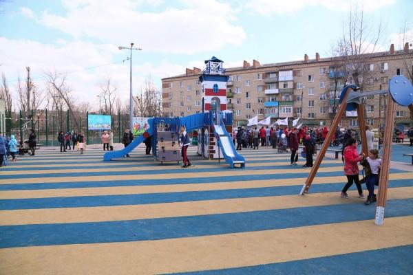 На улице Горького открылся еще один двор обустроенный по программе Комфортная городская среда