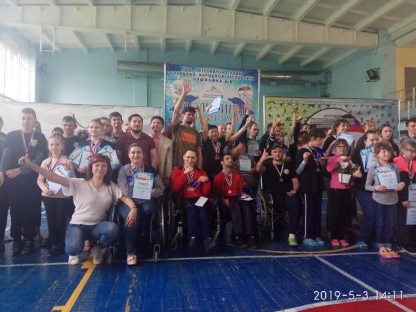 Выпускники школы-интерната «Восхождение» вернулись из ДНР с медалями турнира по плаванию