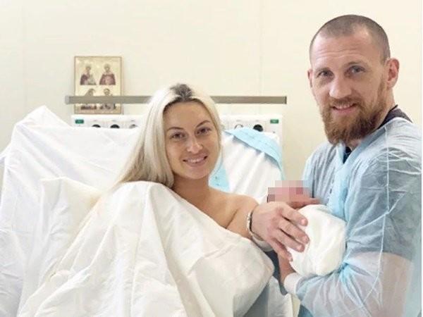 Донской боксер Дмитрий Кудряшов в третий раз стал отцом