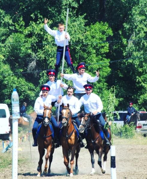 Показательные выступления конного казачьего центра из Константиновска