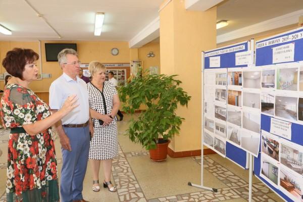 Подготовка к учебному году. Глава города посетил детсад, школу и центр дополнительного образования