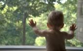 В Ростовской области маленький ребёнок выпал из окна