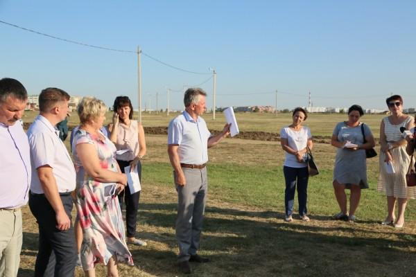 Виктор Мельников провел выездное совещание на площадке фестиваля «Великий шелковый путь на Дону»
