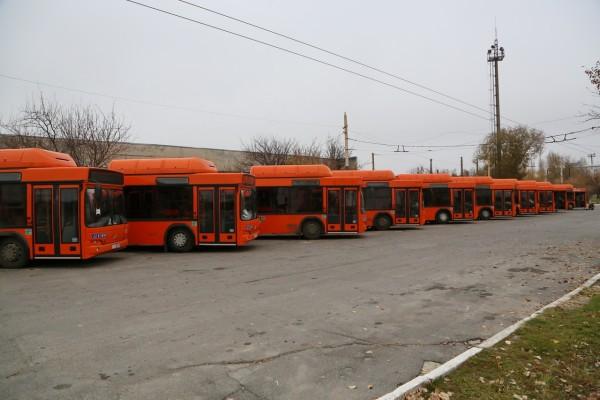 В Волгодонск поступили 11 новых автобусов: в МУП «ГПТ» завершается их приемка