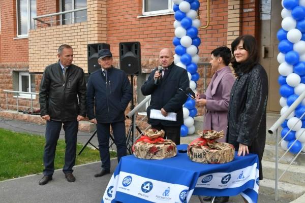 Атомщики вручили медикам Волгодонска ключи от новых квартир