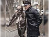 Памятник появился на пересечении проспекта Соколова и улицы Пушкинской