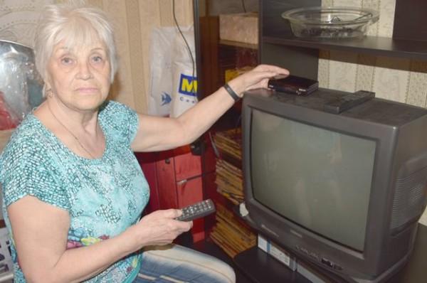 Опрос: 70% жителей России узнают новости с экранов телевизоров