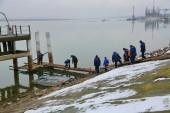 В порту начались работы по подготовке Крещенской купели