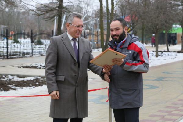 В сквере «Дружба» после реконструкции открылась пешеходная аллея, отремонтированная на средства Атоммаша