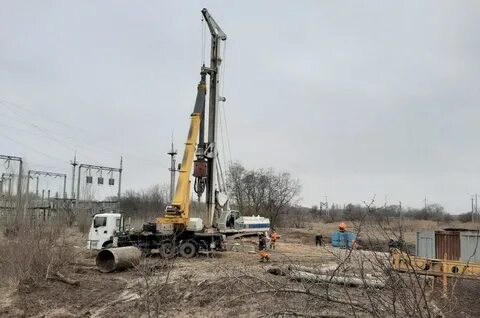 На стройплощадке третьего моста идет подготовка к началу работ: прошли испытания буронабивной скважины